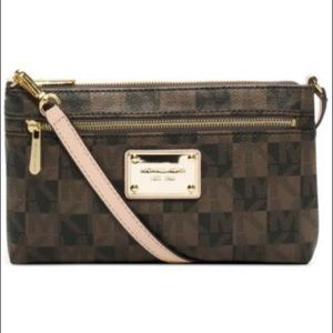 Michael Kors Jet Set Large Wristlet